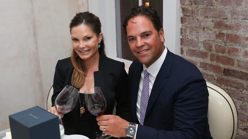 Illustration for article titled The Real Star Of Mike Piazza's Doomed Foray Into Italian Soccer Is His Wife