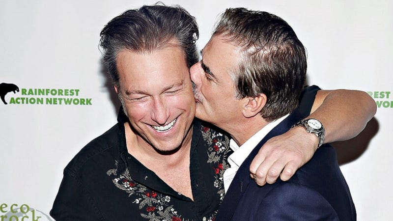 Illustration for article titled Chris Noth and John Corbett Did a Kiss in the Sex and the City Flashback of Your Dreams