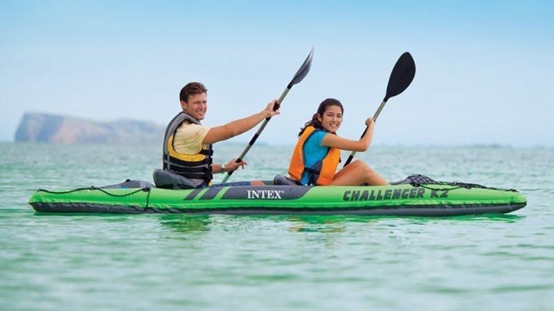 Kayak hinchable Intex con dos asientos, $65