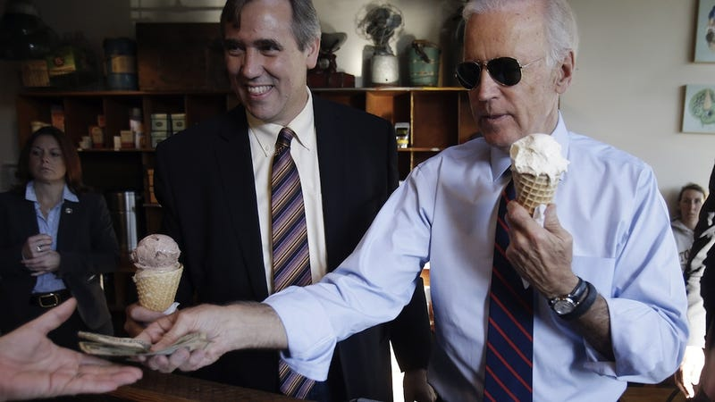 Illustration for article titled Joe Biden Eats an Ice Cream Cone While Wearing Aviators. Spectacular.