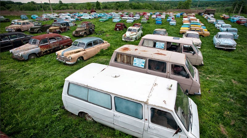 Illustration for article titled Amazing pictures of an outdoor Russian car museum