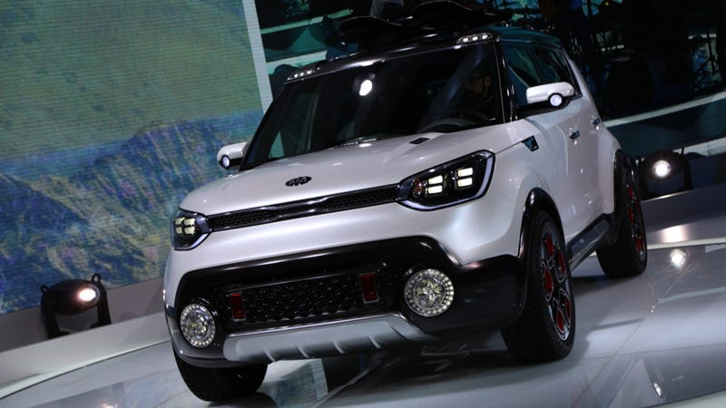 Illustration for article titled Kia Trail'ster e-AWD Could Be An Ultra-Efficient Jeep Renegade Fighter