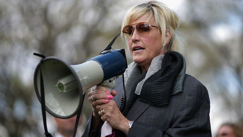 Illustration for article titled Erin Brockovich Is Taking Her Talents to Flint