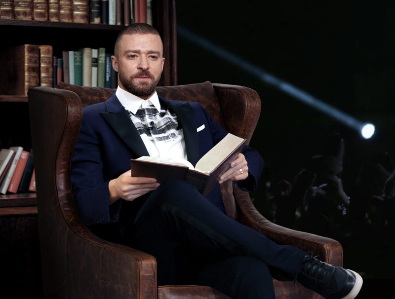 Illustration for article titled Justin Timberlake Starts Halftime Show With 13-Hour, 39-Minute Reading From 'A Tale Of Two Cities'