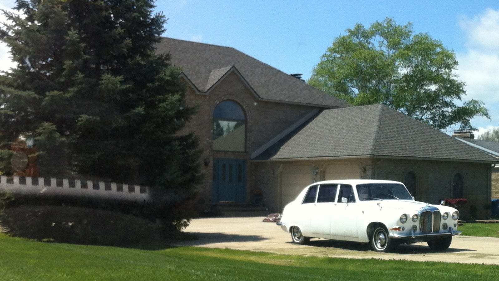 Classic asshole neighbors unfortunately have interesting car for Progressive house classics