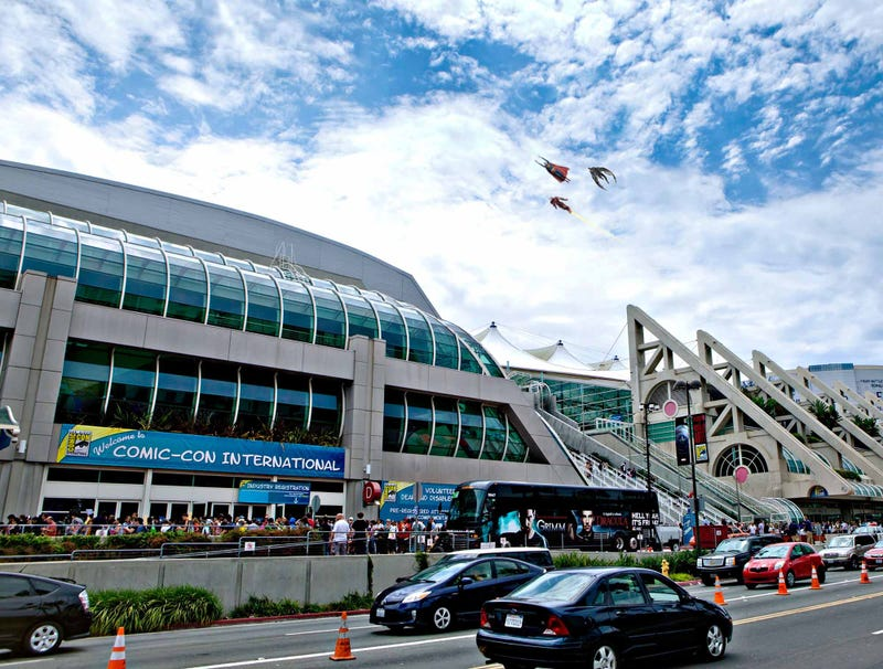 Illustration for article titled Comic-Con Opens With Traditional Superhero Flyover