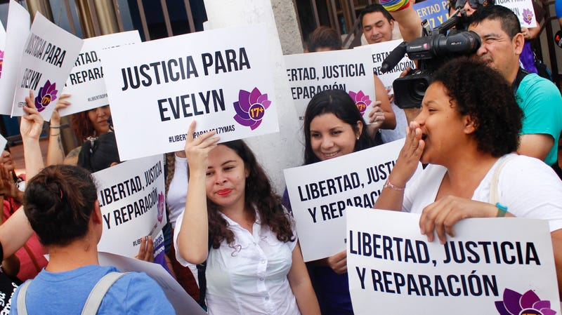 Illustration for article titled Salvadoran Rape Victim Sentenced to 30 Years in Prison For Stillbirth Is Finally Free