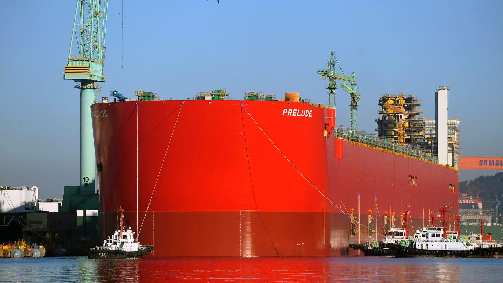 El barco más grande del mundo sale a flote por primera vez