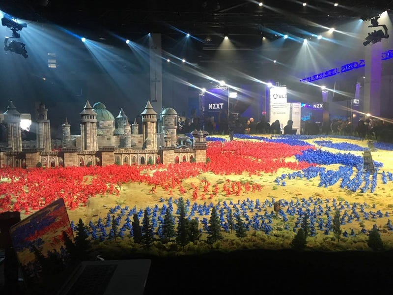 Illustration for article titled MassiveWorld Of WarcraftDiorama At BlizzCon Sets World Record