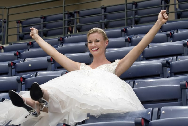 Illustration for article titled Your Sports-Themed Nuptials: Tell Us Everything
