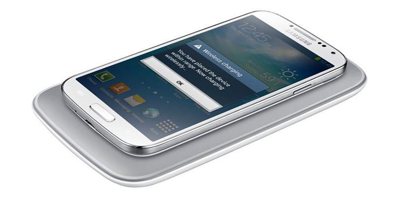 Illustration for article titled Samsung da una pista: el Galaxy S6 podría venir con carga inalámbrica
