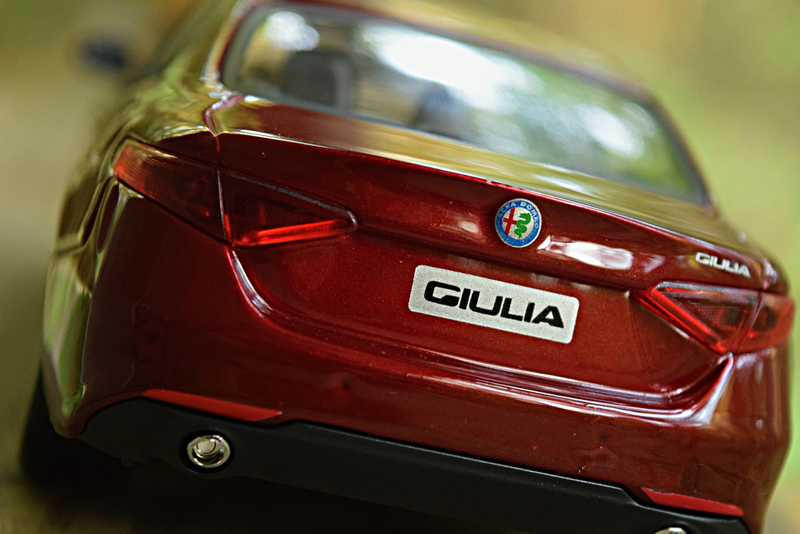 Illustration for article titled Bburago 1/24 2017 Alfa Romeo Giulia Ti