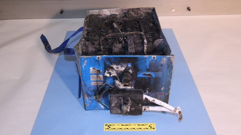 Illustration for article titled Boeing 787 Dreamliner Blazes Through  New Battery System Tests