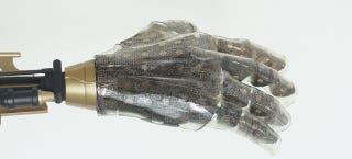 Illustration for article titled This Artificial Skin Can Feel Pressure, Heatand Dampness