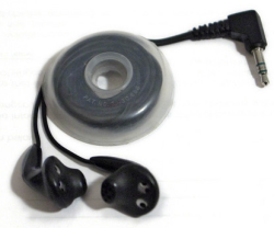 Illustration for article titled MacGyver Tip: Turn a solder spool into a headphone-cord manager