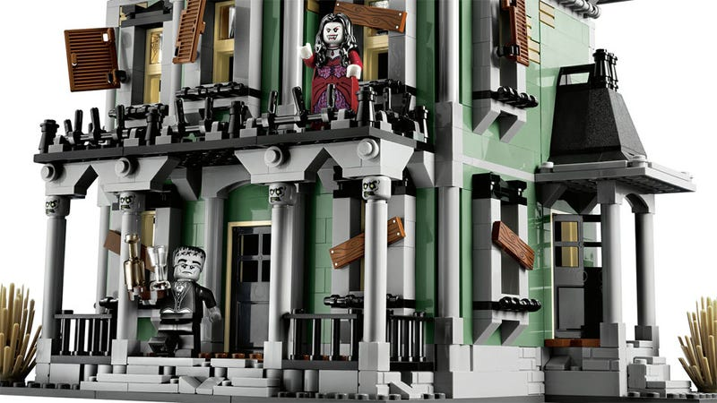 Illustration for article titled The First Official LEGO Haunted House Arrives in September, and It Is Glorious