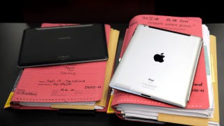 Illustration for article titled Court Filing Reveals Confidential Apple and Samsung Sales Figures