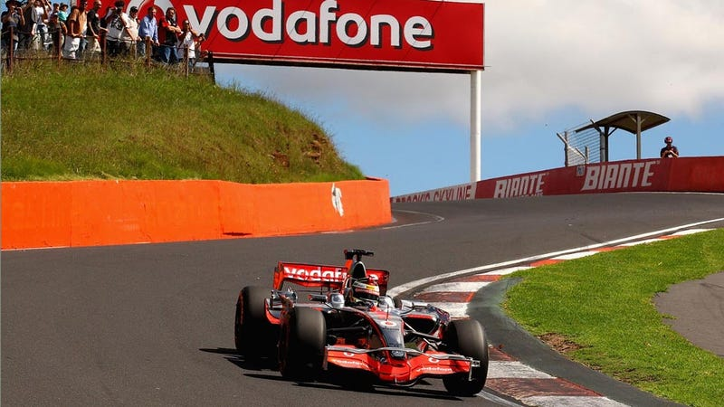 Illustration for article titled Jenson Button owns Australia's Bathurst in an F1 car