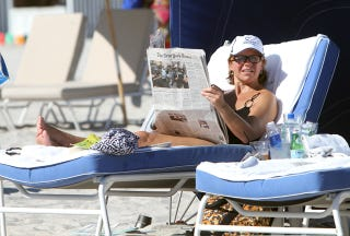 Illustration for article titled Katie Couric Is Newsy, Even On Vacation