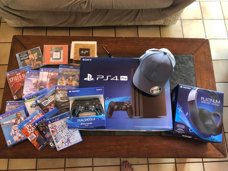 Illustration for article titled Woman Gets Impressive PlayStation Care Package After Freak Golfing Accident
