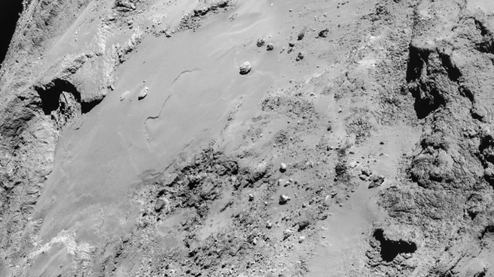 Stunning Close-Up Comet Photos From Rosetta's High-Speed Flyby