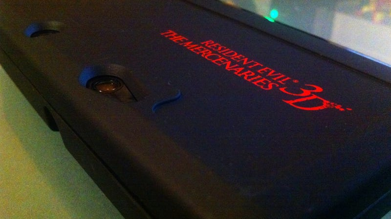 Illustration for article titled Check Out this Sexy, Custom Resident Evil 3DS Case