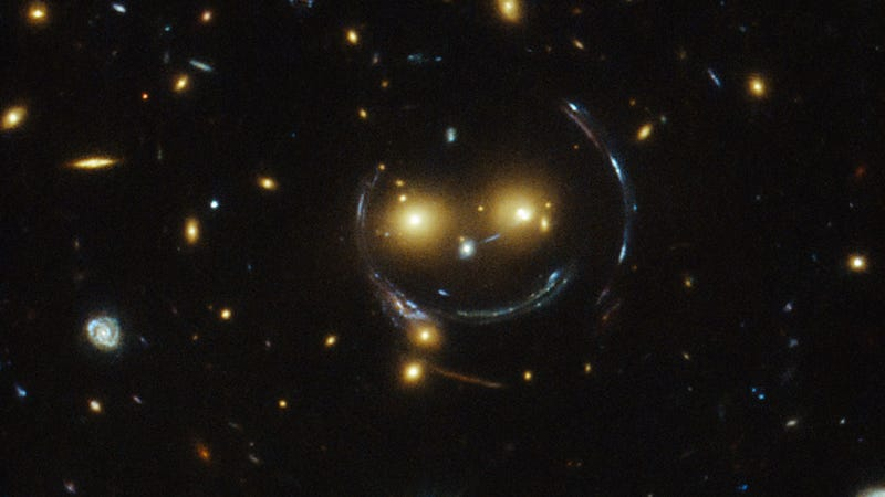 Illustration for article titled This Is What a Gravitational Lens Looks Like