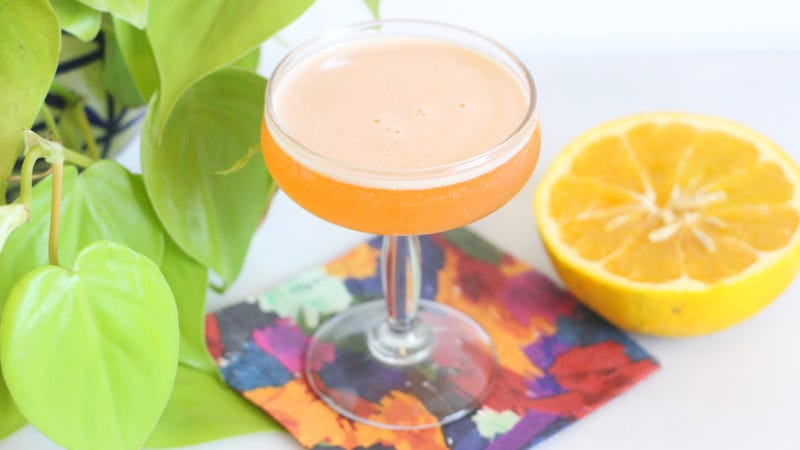 Illustration for article titled Cling to the Last Moments of Citrus Season With This Cocktail