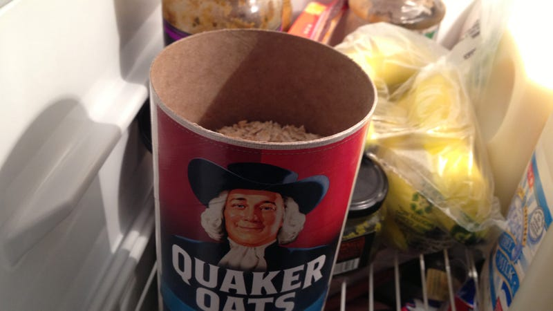 Illustration for article titled Deodorize Your Fridge with a Bowl of Oatmeal
