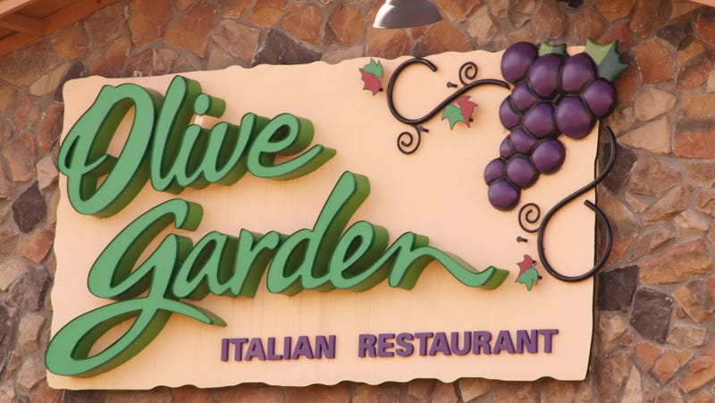Illustration for article titled Woman sues Olive Garden after reportedly burning her throat on stuffed mushrooms