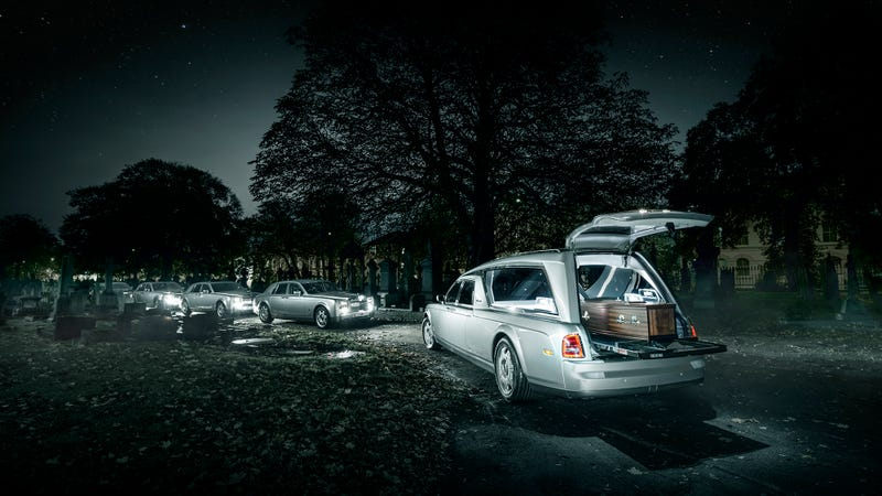 Illustration for article titled The First Rolls Royce Phantom Hearse