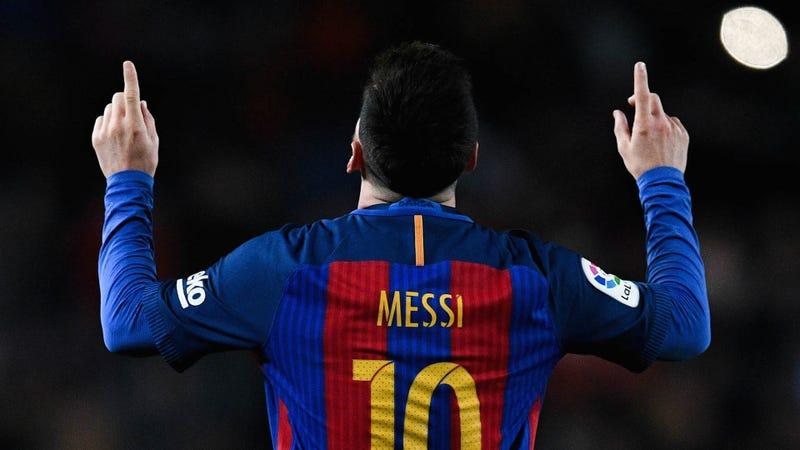 Photo of Messi pointing to himself via David Ramos/Getty