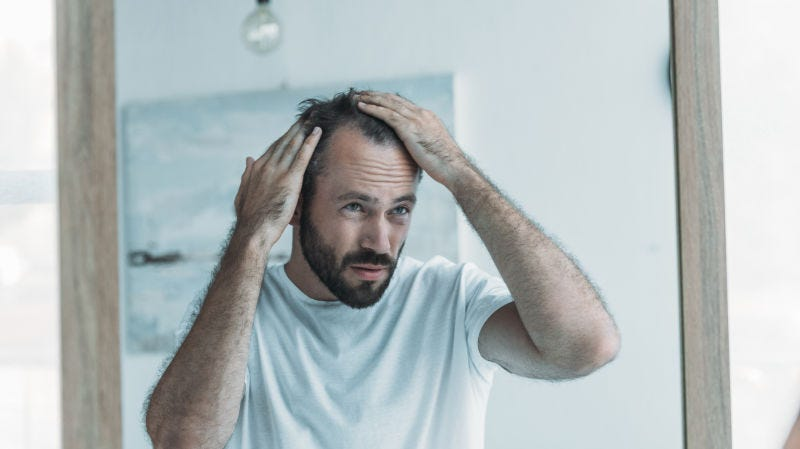 Illustration for article titled Cómo verificar si tu pérdida de cabello está dentro de los límites normales