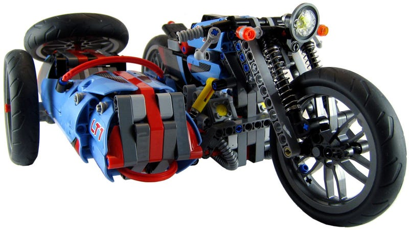 Illustration for article titled This Lego is ready for the Isle of Man sidecar race