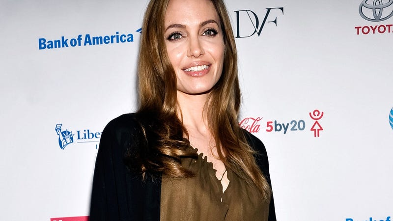Illustration for article titled Angelina Jolie Reveals She Recently Underwent Double Mastectomy