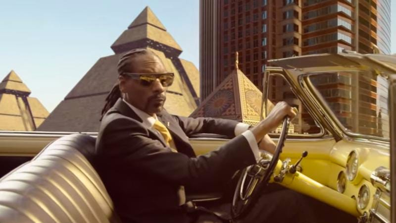 "Snoop Dogg in the ""California Roll"" video"
