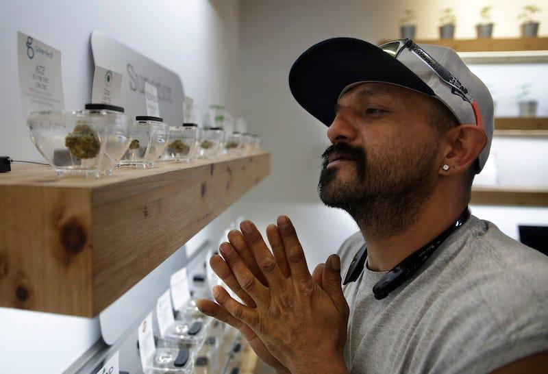 Este hombre está listo para comprar marihuana en Nevada. Imagen: AP