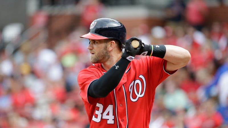 Illustration for article titled How Will Bryce Harper Deal With The Barry Bonds Treatment?