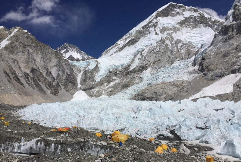 Illustration for article titled Mt. Everest Is Bringing Up The Bodies