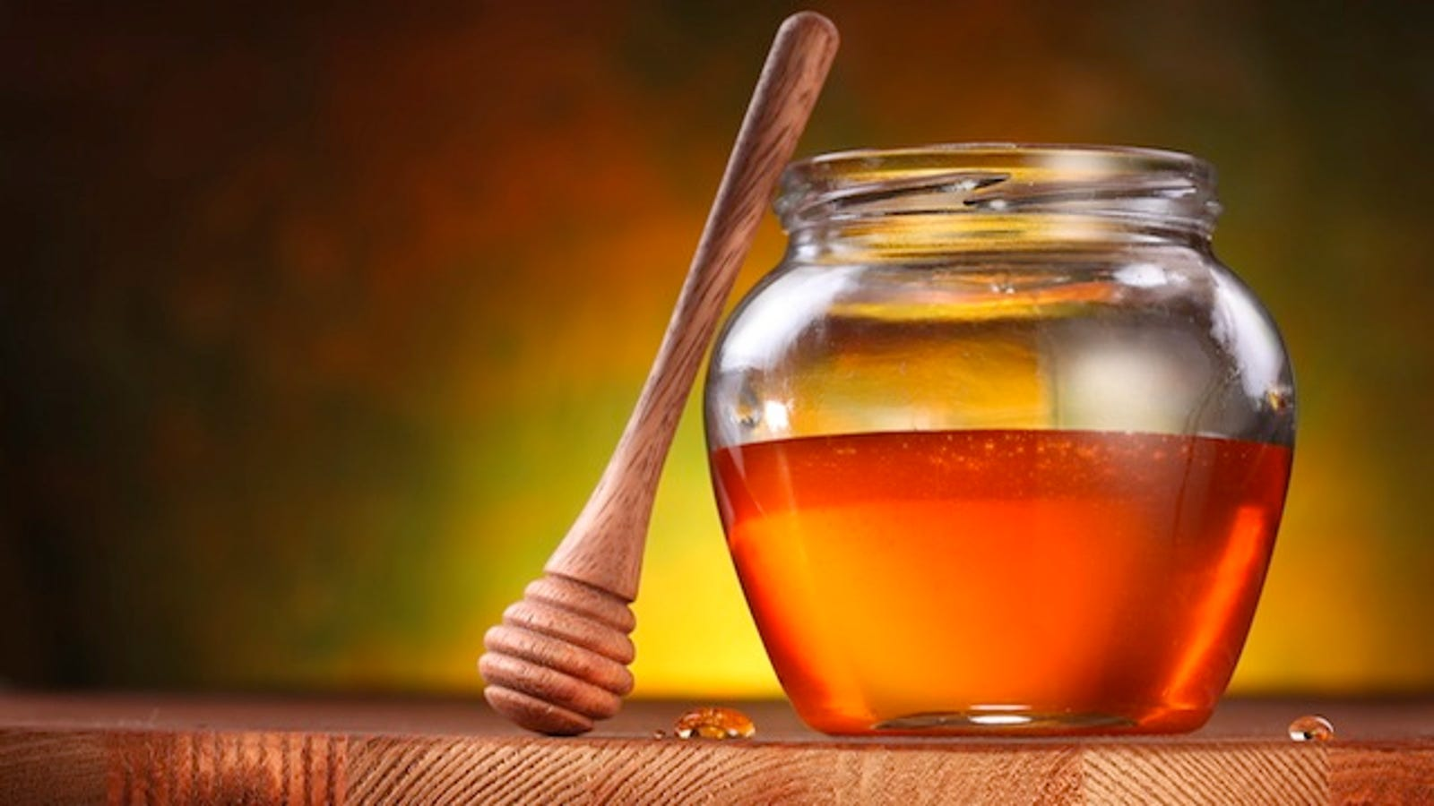 Use Honey to Soothe Dry Skin and Chapped Lips
