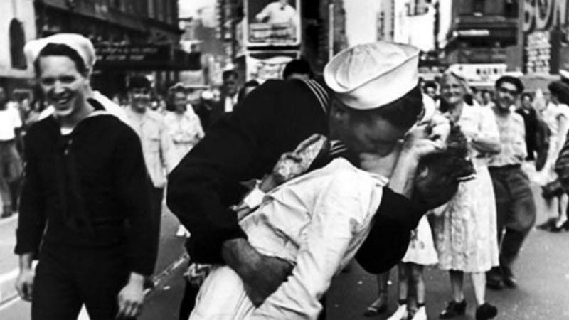 """Illustration for article titled Iconic VJ Day Photograph """"Sailor Kiss"""" Decried As Depiction of Sexual Assault"""