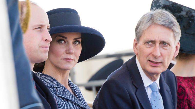 Kate Middleton Is Not Pleased With Wills Dad Dancing At The Club