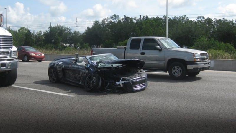 Illustration for article titled Police say Bullrun drivers racing ahead of crash