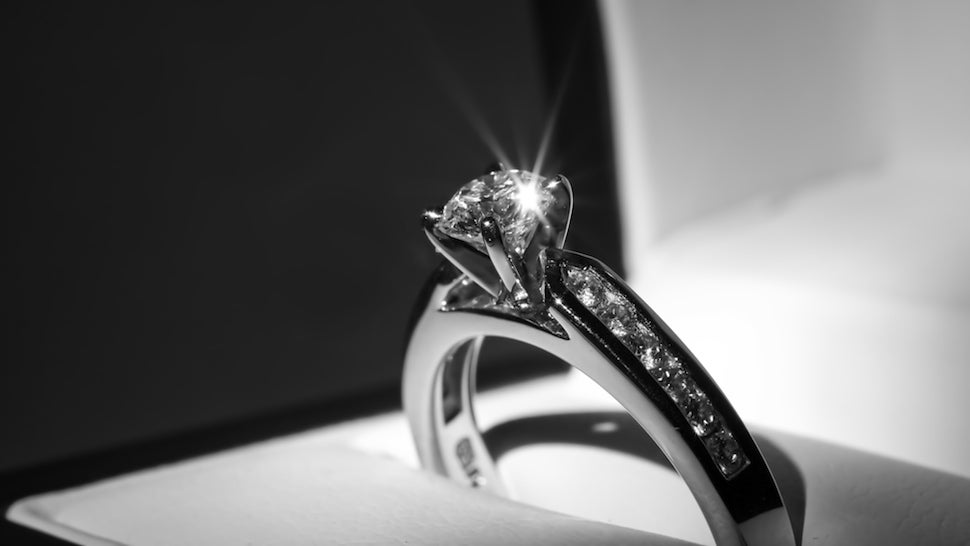 Jeweler Attempts to Lure Engagement Ring Buyers With Free XBox One