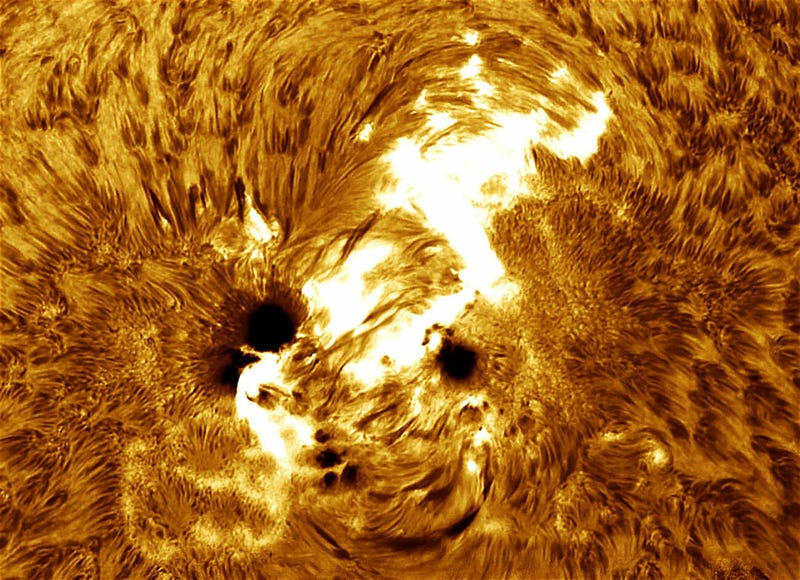 Illustration for article titled Stare Into The Raging Heart Of The Biggest Sunspot In 24 Years