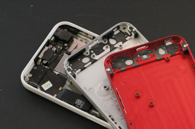 Illustration for article titled This Red iPhone 5S Housing Isn't Real, But It Should Be