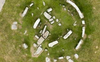 Illustration for article titled Archaeologists Confirm That Stonehenge Was Once A Complete Circle