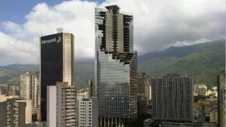 Illustration for article titled In downtown Caracas, 2500 people live in an abandoned 45-story skyscraper