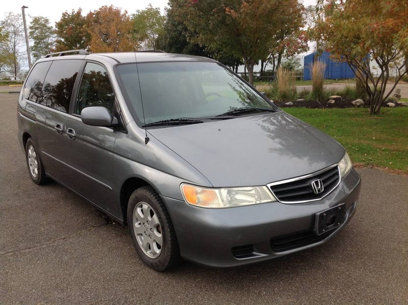 Illustration for article titled At $6,000, Would Buying This Stick Shift 2002 Honda Odyssey Be a Total Trip?