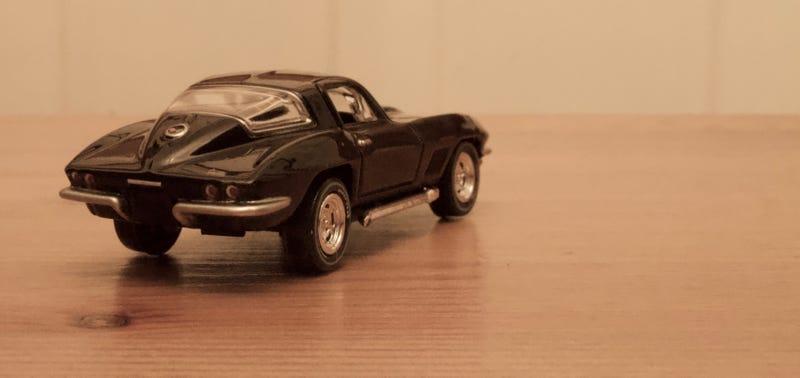 Illustration for article titled Auto World Die-cast1967 Chevrolet Corvette (Gloss Black)